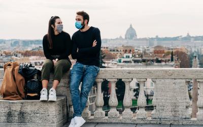 """Covid-19: la paura resta alta, ma crolla la percentuale di italiani """"ingaggiati"""" nella lotta contro il virus"""